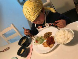 子ども食堂 食事風景